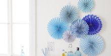 """Decorazioni per interni: È facile montare le decorazioni per i compleanni """"coccarde di carta"""" con l'appendifoto Ganci tesa Powerstrips® trasparenti DECO."""