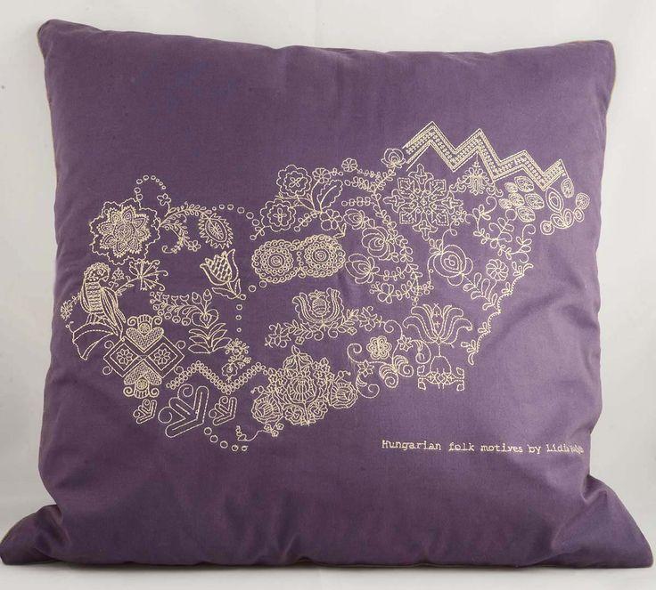 Cushion cover designed by Lídia Hajdú http://www.magma.hu/muveszek.php?id=87
