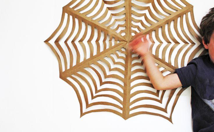 Super grote spinnen maken, kijk snel op deze site.