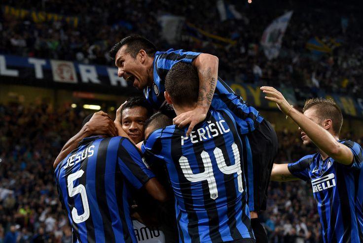 @intermilan1908 Inter in testa da sola dopo 5 anni: tiri Mancini sul campionato che non t'aspetti. Era il settembre 2010, l'anno post-triplete, sulla panchina nerazzurra c'era Rafa Benitez: da allora non era mai successo che la Beneamata guardasse tutti dall'alto #9ine