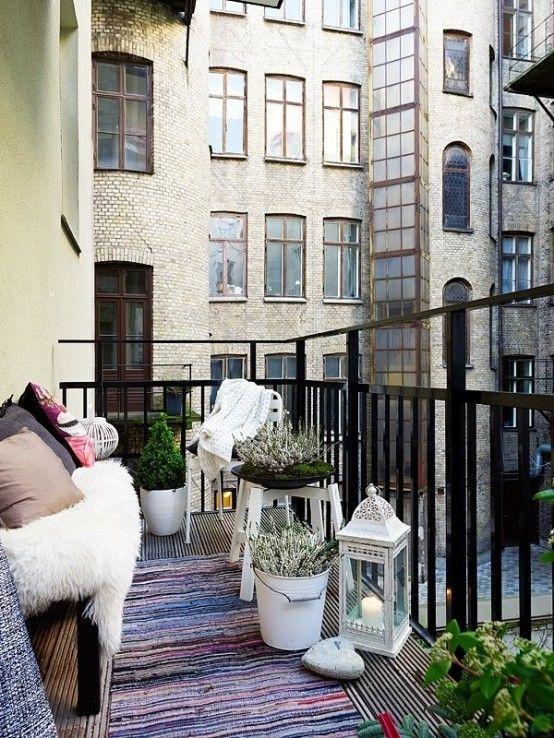 24 Colorful Boho Chic Balcony Décor Ideas