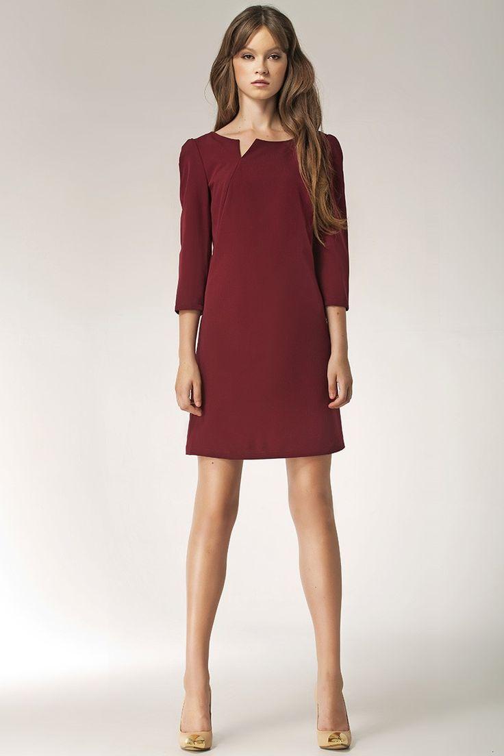 Jeśli chcesz wyglądać zmysłowo ale za razem drapieżnie to ta sukienka to załatwi. W zależności od dodatków pokaże wszystkie Twoje oblicza. W sweterku i balerinach możesz iść z przyjaciółmi na kawę, w szpilkach i marynarce poradzisz sobie na każdym spotkaniu biznesowym. Świetna propozycja na ciepłe dni gdy chcesz wyglądać skromnie ale kusząco. Sukienka jest dostępna w trzech wariantach kolorystycznych.