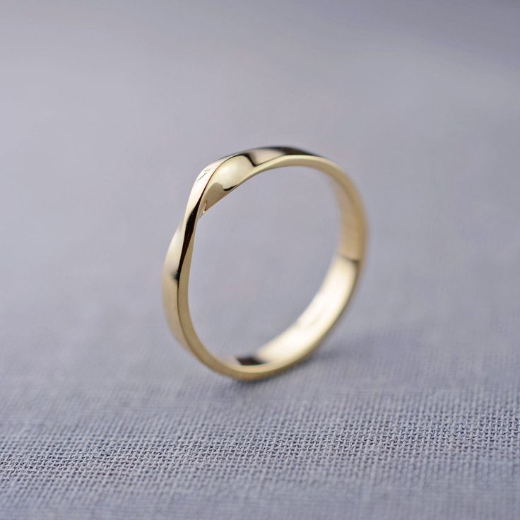 14K Gold Möbius Ring
