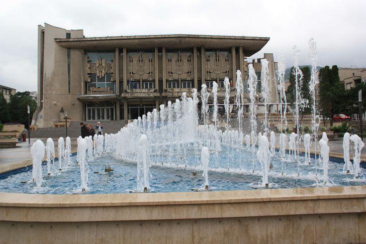 fonteinen voor het cultuur paleis in Deva