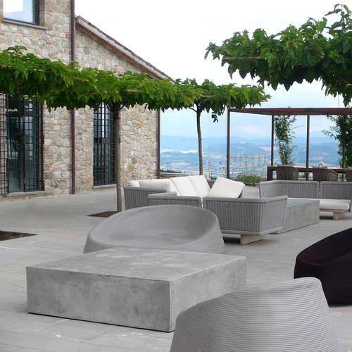 Table basse / contemporaine / en ciment / de jardin BASIC.5 by Mammini Candido lovecement