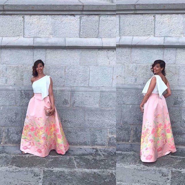 Invitadas ideales  Guapísima María Jesús con maxi falda de flores y top asimétrico  Disponible estas rebajas  Ver Faldahttps://www.apparentia.com/outlet/ficha/2541/falda-larga-estampado-flores-amaranta/ Ver Top https://www.apparentia.com/mujer/ficha/14690/top-asimetrico-lazada-blanco-jade/ #chicasguapasvestidasdeapparentia #apparentiate #modaespañola #shoponline #invitadasperfectas #boda #maxifalda #flores #print #invitadasboda #modaespañola #hechoenespaña