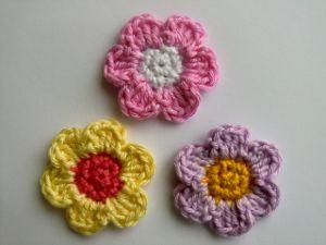 Květinka, flower applique crochet pattern