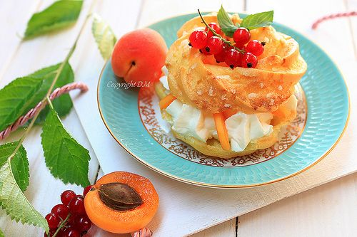 Cream puff with apricot