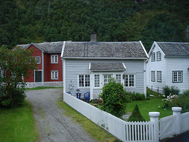 i love Norwegian houses ! -Lillehammer