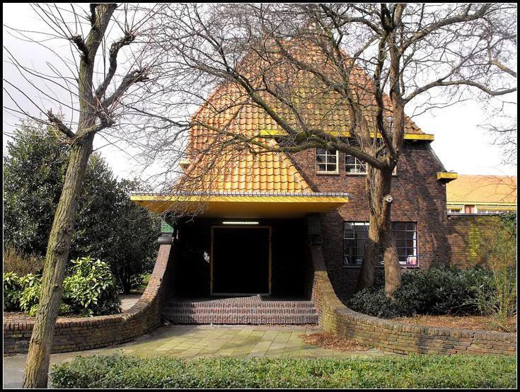 Architect S.J. Bouma, Simon van Hasseltschool, Heesterpoort 1, Groningen. Van Oosterparkwijk naar UMCG; van arbeidersparadijs en bakstenenwalhalla naar de fraai vormgegeven stedelijkheid van het academisch ziekenhuis - SkyscraperCity