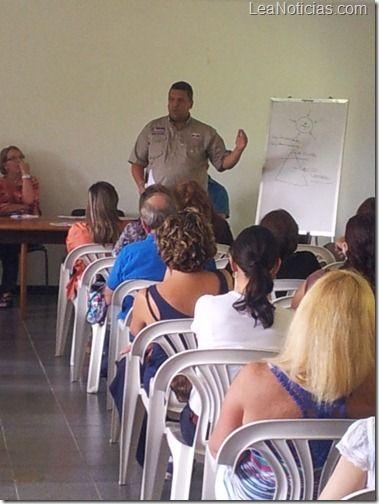 Presidente de UNT: NO HUBO CONSULTA PARA CREACIN DE CONSEJO ESTUDIANTIL - http://www.leanoticias.com/2012/10/29/presidente-de-unt-no-hubo-consulta-para-creacin-de-consejo-estudiantil/