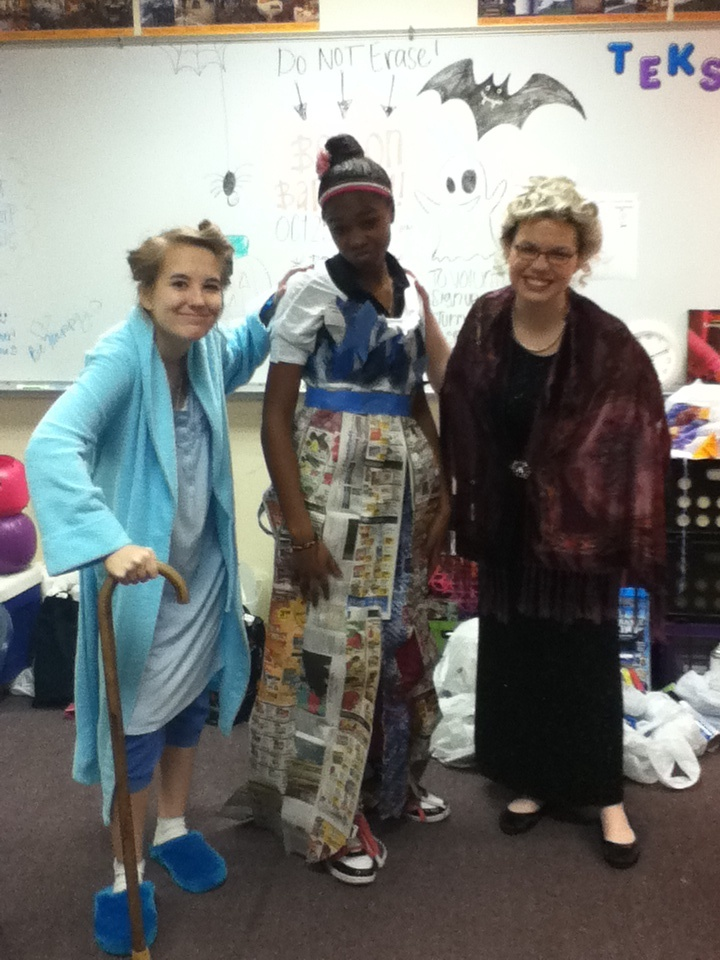 My friend and I made this newspaper dress in fashion ...