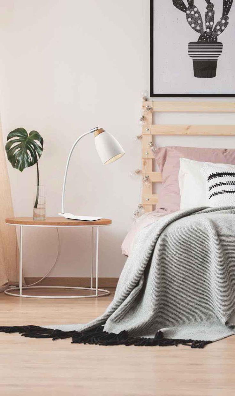 Επιτραπέζιο φωτιστικό πορτατίφ μεταλλικό σε λευκό χρώμα και ξύλινες λεπτομέρειες! Table lamp  in modern style, metallic in white color and wooden details! #wooddecor #bedroomdecor #tablelighting #tabledecor #moderndesign