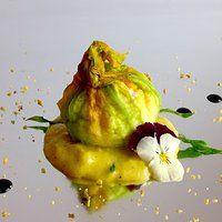 Fiori di Zucca ripieni di Mousse di Ricotta e Pistacchi su Zabaione salato di Parmigiano