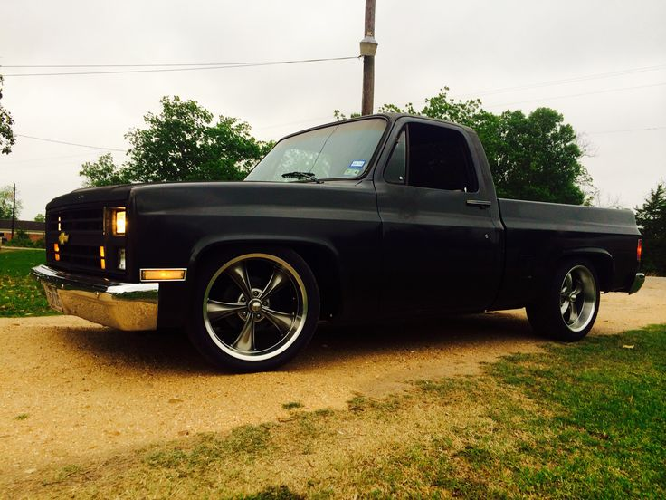 Dropped 86 Chevy C10 Rides C10 Chevy Truck 87 Chevy