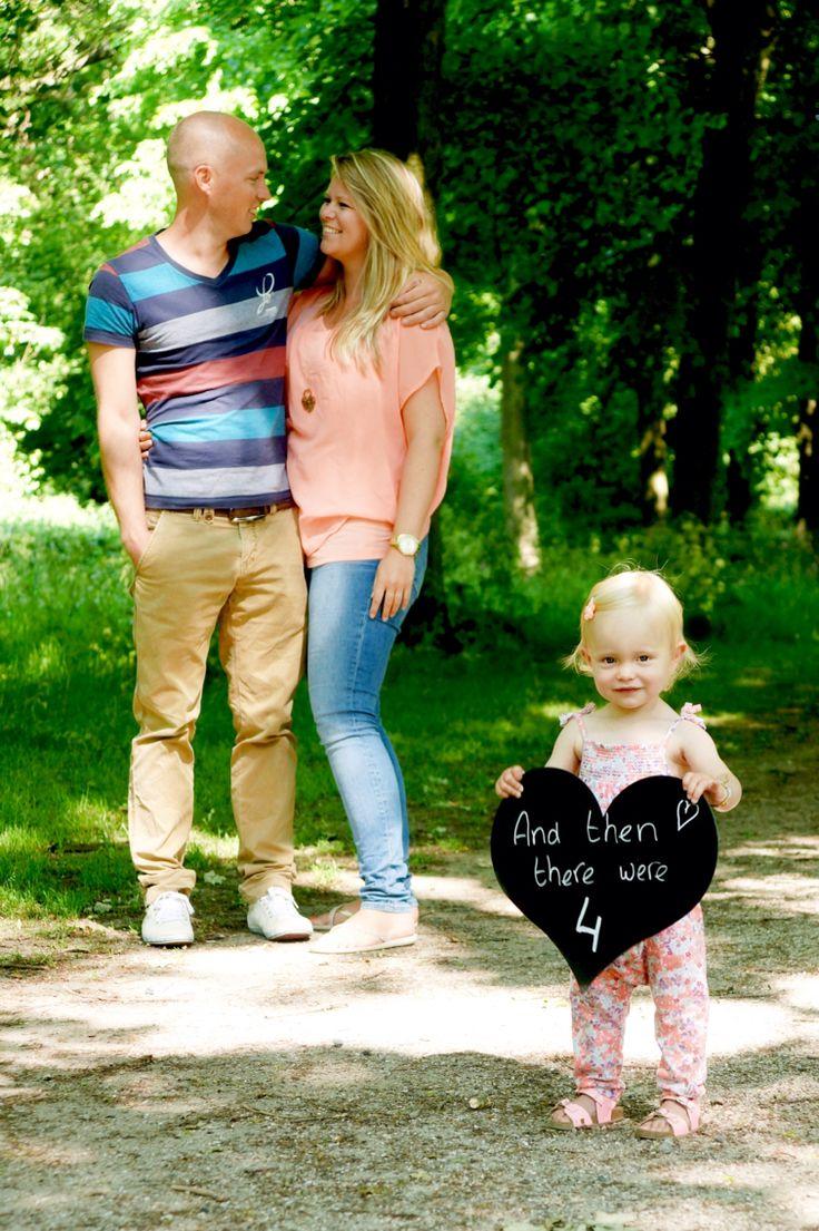 Pregnant announcement pregnancy grote zus big sister zwanger