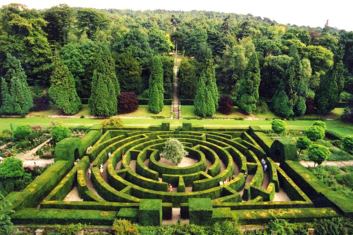 The maze at chatsworth house gardens in bakewell for Garden design derbyshire