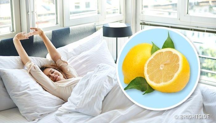 Toto sa stane, keď si k posteli dáte kúsok citróna | Tipy a triky