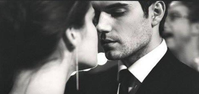 De fiecare dacă când un bărbat își lasă femeia pe planul doi, el o învață să trăiască fără el