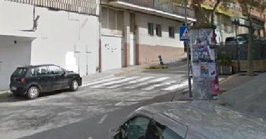 9000,00€ · Parking en venta · Plaza de parking de 11 metros cuadrados aproximados, fácil acceso. Situada en el centro, C/La Rosa nº 1. Cerca de la rambla, del ayuntamiento y de la policía local. Interesados contactar por teléfono o por e-mail. contactar a partir de las 15:00 horas · Inmobiliaria > Garajes y trasteros > Garajes > Venta de garajes