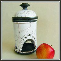 Pícka na jablko nebo česnek - harisovaná, točená keramika.