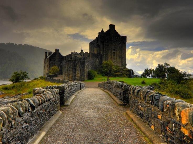 Eilean Donan: Scottish Highlanders, Favorite Places, Medieval Castle, Eilean Donan Castles, Beautiful Places, Castle Scotland, The Bridges, Photo, Castles Scotland