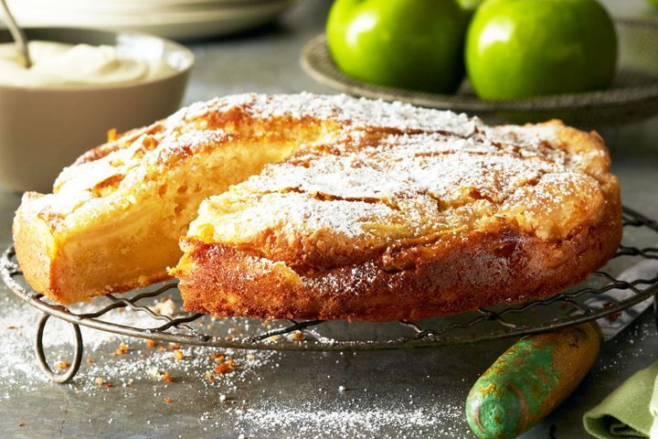 Apple cinnamon custard cake