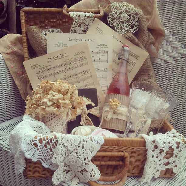 Ideas For A Picnic Basket Gift : Best images about picnic ideas on