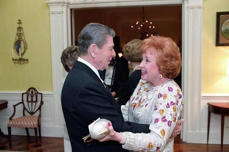 Audrey Meadows with President Ronald Reagan, 1986.