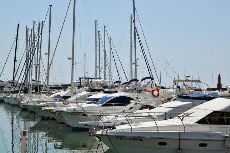 Barcos de recreo en el puerto de Cambrils al sur de Tarragona