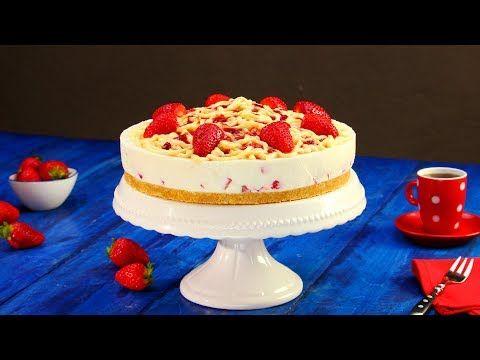 Man drückt den Pudding in wilden Schnüren auf die Creme. Niemandem wird auffallen, dass die Torte nicht das ist, wonach sie aussieht.