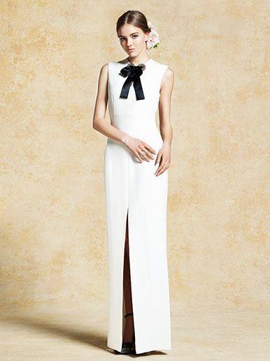 スラっとしたシルエットでスレンダーな花嫁に。お色直しもホワイトで♡白い衣装の参考例一覧です♡