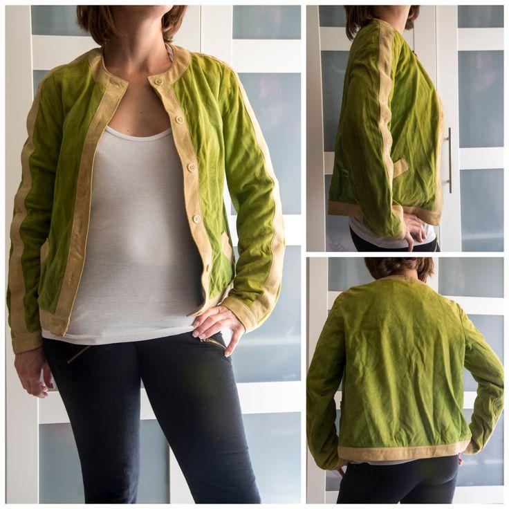 Cazadora vintage (años 70) de ante, color verde manzana con detalles en beige, talla S: 25 euros.Para ver todo lo que tenemos, dale a me gusta en nuestra página de facebook Baúl De-sastre: https://www.facebook.com/pages/Ba%C3%BAl-De-sastre/1453956378172483