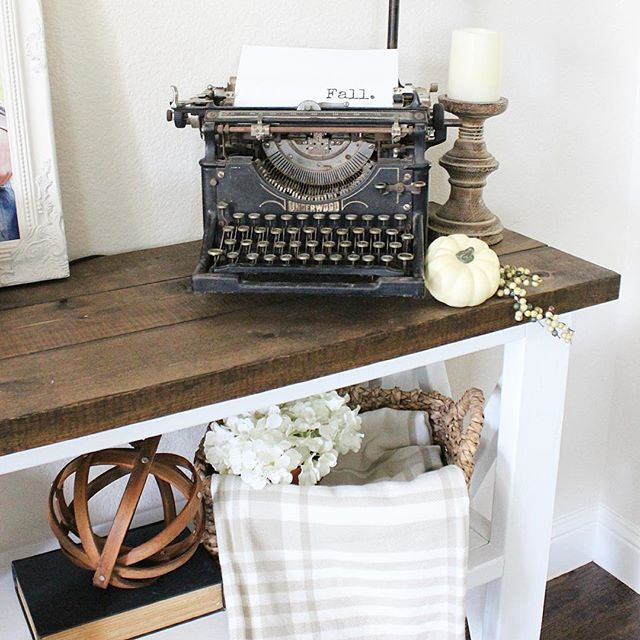 Even the typewriter got in on the fall decorating yesterday!  . #fall #falldecor #rusticpigdesigns #interior #farmhouse #antique #simplelivingsaturday #design #decor #antique #typewriter #farmhouse #farmhousestyle #farmhousedecor