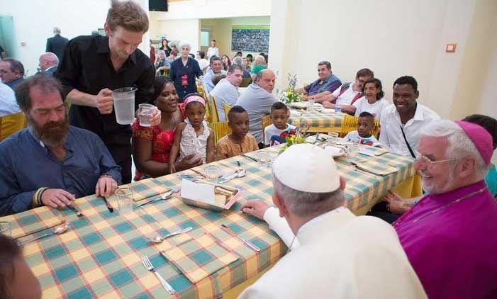 Papa: Imposible ser feliz apegado al dinero, al orgullo, al poder