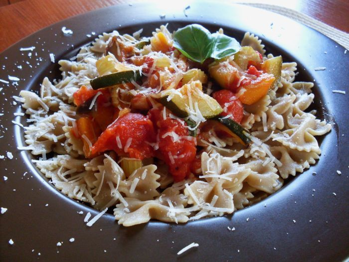 Slightly, delectable, healthy ... farfalle with vegetables