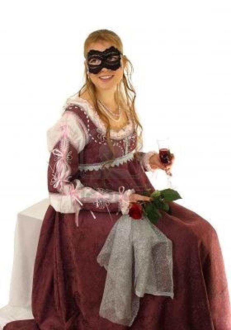 Jeune femme avec roses rouges dans la robe de la Renaissance italienne. So cold Juliet Robe du 15ème siècle. Isolated image Banque d'images