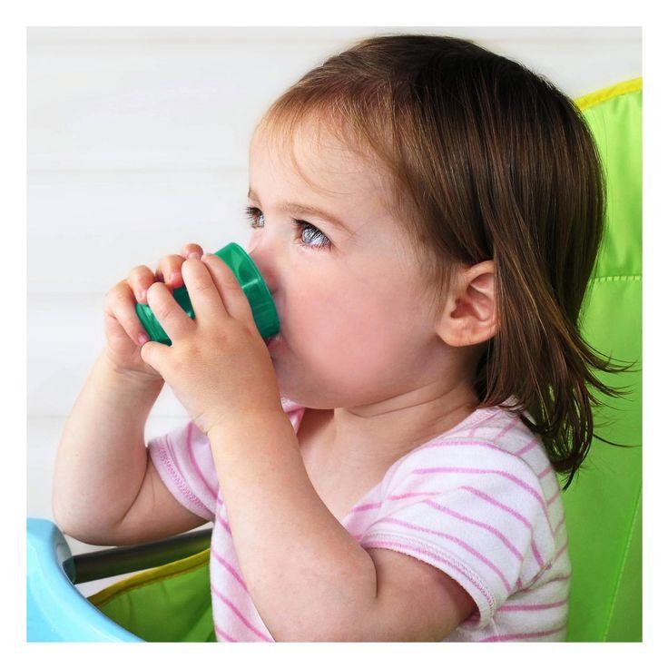 Je baby maakt allemaal bijzondere fases door. Van het eerste tandje tot het eerste hapje. Ook het oefenen met een beker om zelf te leren drinken hoort hierbij. De Babycup drinkbeker leert baby's al vanaf 6 maanden uit gewone bekers te drinken.