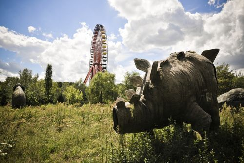 the abandoned amusement park in berlin that you can see in the film hanna.. so cool, i so want to go there!