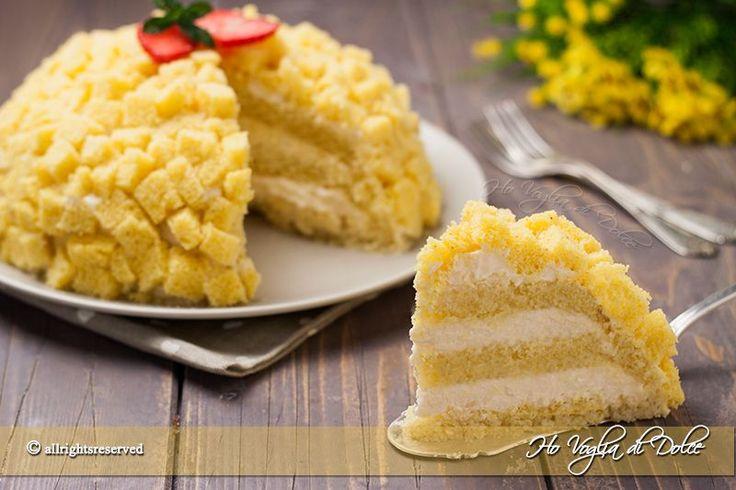 La torta mimosa è un dolce preparato con pan di spagna e farcito con crema diplomatica. Una ricetta classica preparata in occasione dellla festa della donna