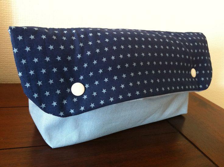 Pochette à couches Frou-Frou bleu étoiles toilette bébé : Puériculture par l-atelier-cousette