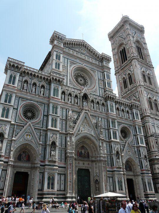 Photo de Location de vacances en Italie n°8 : Façade de la cathédrale (duomo) Santa Maria del Fiore.
