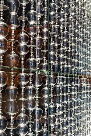 wine glass wall | tre bichieri, shopping jk iguatemi, são paulo | projeto: carbondale architecture
