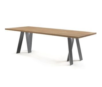A table with a solid oak top made of glued together boards, displaying great simplicity and lightness thanks to its clean and rigorous lines. The structure of the base is composed of 6 metal legs posi…