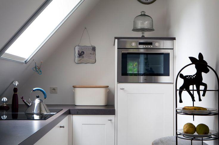 Een keuken plaatsen onder een schuin dak is niet evident. Gelukkig kan je rekenen op het maatwerk van Vasco.