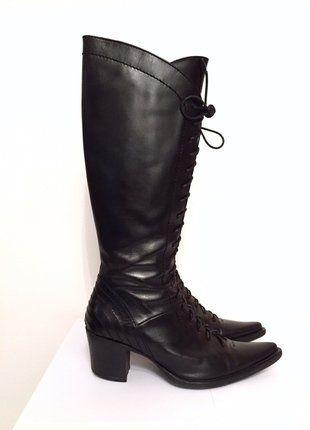 À vendre sur #vintedfrance ! http://www.vinted.fr/chaussures-femmes/bottes-and-bottines/19294350-bottes-noires-a-lacets-cosmoparis