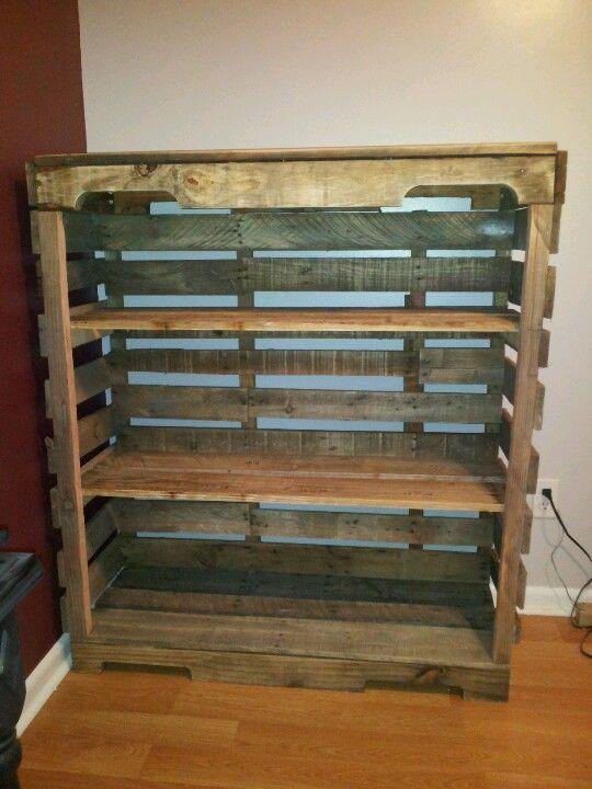 Best 25 pallet shelves ideas on pinterest pallet for Making storage shelves out of pallets