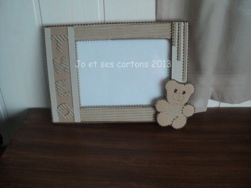 un joli cadre photo en dentelle de carton pour les 1 an de petit th o joyeux anniversaire. Black Bedroom Furniture Sets. Home Design Ideas