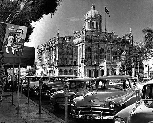 New cars line the street outside the Presidential Palace in Havana, Cuba, in September 1958. The palace was the official residence of dictator Fulgencio Batista, who was overthrown later that same year by Fidel Castro's forces. (photo: Hulton-Deutsch Collection/CORBIS). September, 1958, Havana, Cuba For information about Cuban History of this period please visit Cuba 1952-1959
