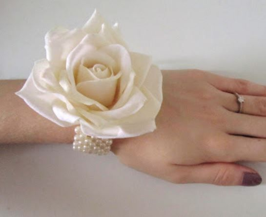 Pretty and easy to make flower corsage.  Tutorial.